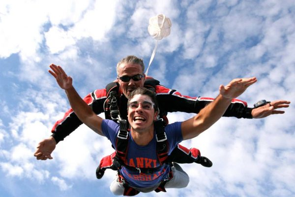 5 lieux en France pour pratiquer le saut en parachute